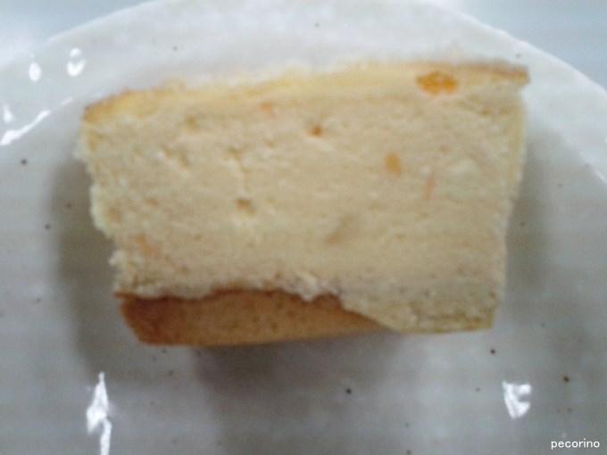6種ナチュラルチーズの濃厚フォルマッジオの断面もやはり濃厚チーズ
