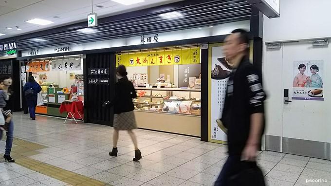 近鉄名古屋駅の改札出たところすぐです