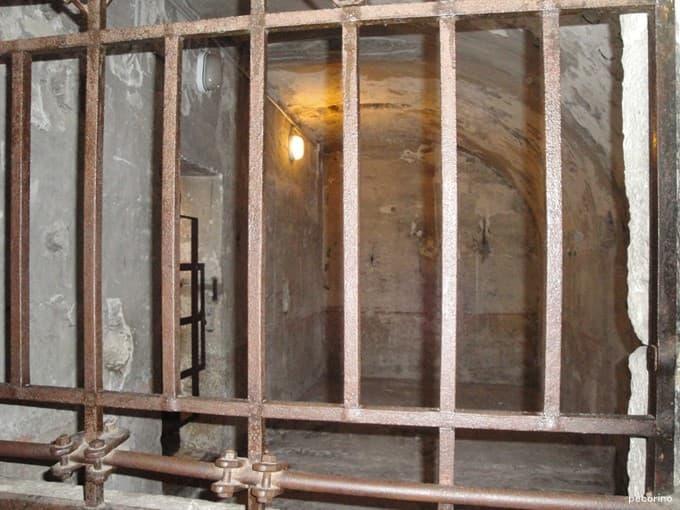 牢獄も今はツアーで見学できます