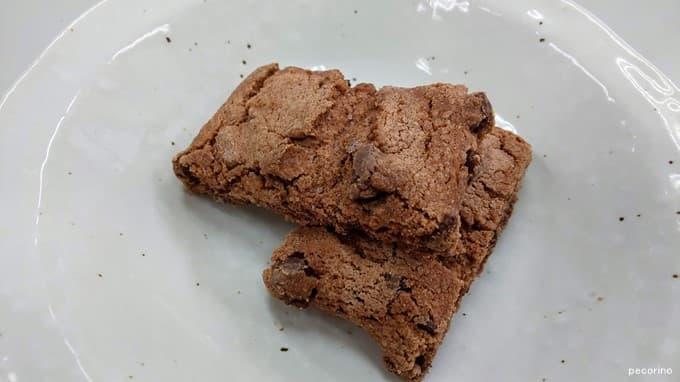 ボリュームのある四角いクッキーが10枚入り